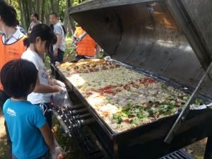 巨大オーブンで、ジャンボピザ